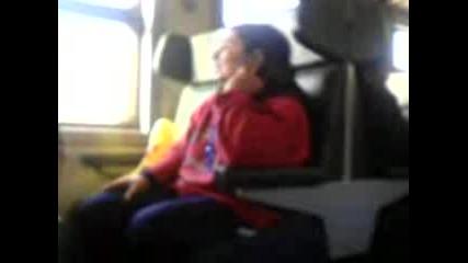 Луда Си Говори Сама Във Влака Без Да Сопир