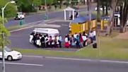 Колко пътника събра този минибус?!
