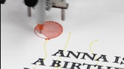 Робот - калиграф пише ръкописно и рисува