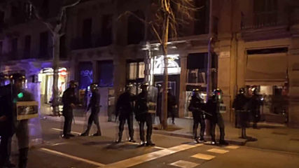 Spain: One arrested as anti-fascists protest Vox presence in Barcelona