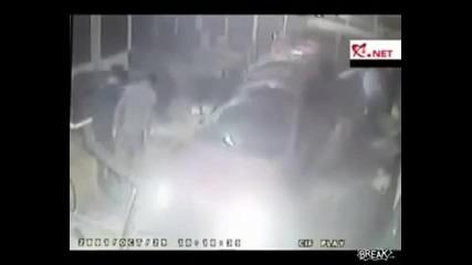 Как да паркираш колата в заведение за бързо хранене!