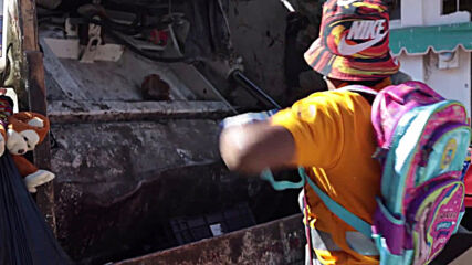 Mexican garbage collectors entertain locals by wrestling on Chilpancingo streets
