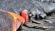 Гореща лава разтапя кутийка от Кока-кола