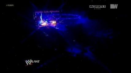 Гробаря предизвиква Трите Хикса   30.1.12 Raw Super Show