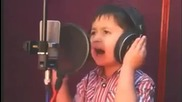 4 годишно дете изуми света с гласа си