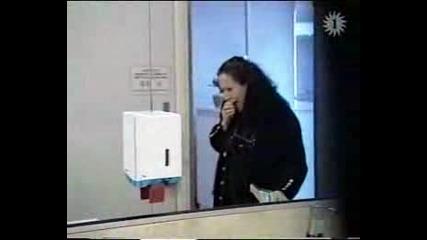 Скрита Камера - Ужаси В Дамската Тоалетна