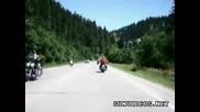 Елен изкача пред моторист !!