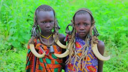 Мурси - едно от най-ярките племена на Африка (