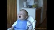 Бебета се смеят много смешно !!!