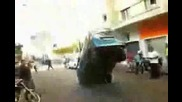 Бус спира на предни гуми