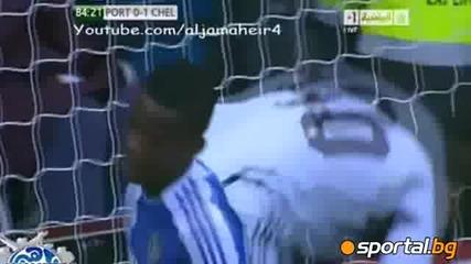 Тери ритна играч на Портсмут в лицето - Видео Англия - Европейски футбол