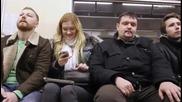 Този май е седнал до грешното момиче във влака