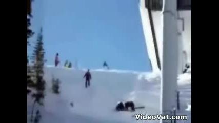 Човек Пада От Ски Лифт