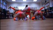 Секси мацета танцуват яко, клатят дупенца в ритама на( battle twerk dance )
