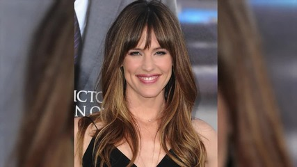 Jennifer Garner Visits a 9 Year Old Boy with Cancer in Georgia