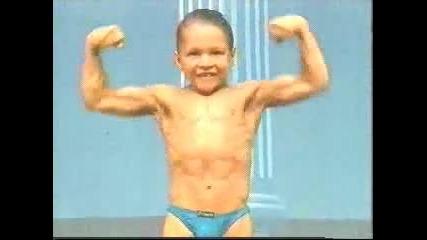 Малко момче с мускули - анаболи !