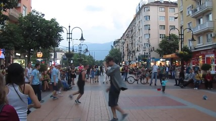 Брейк танцьори на булевард Витоша