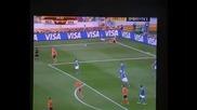 Обърканият корнер на Ариен Робен в първото полувреме на мача Холандия - Бразилия (2 - 1)
