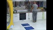 Big Brother /2012/ - Лестер: Добро утро! ... Биг брадър, немам куфер...