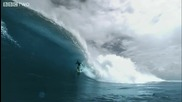 Много голяма вълна и луд сърфист (slow motion)