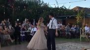 Младоженци на сватбеното си тържество взривиха гостите с танца си !