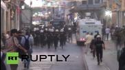 Турция: Полицията с водни оръдия срещу протестиращи в Деня на мира