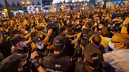 Spain: Hundreds attend candle-lit vigil to decry gender violence in Madrid