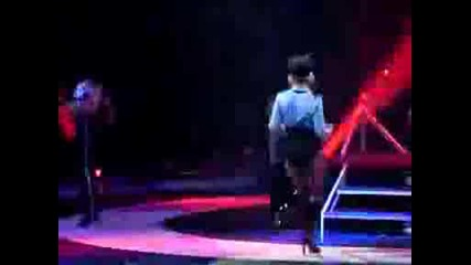 Britney Spears The Circus Tour 2009 Live New Orleans - Womanizer.avi