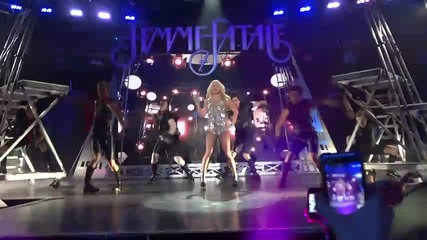 Britney Spears - Hold It Against Me - Live