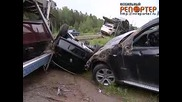Автовоз със чисто нови Бмв X 6 катастрофира