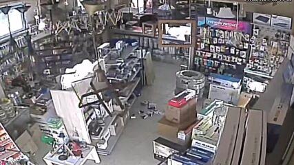 Greece: Crete shop shakes during 5.8-magnitude earthquake in CCTV