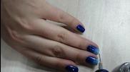 Блестящ маникюр в синьо