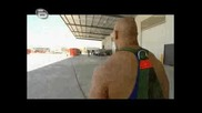 световните Рекордите На Гинес - Теглене На камион с тегло 51 Тона !!!