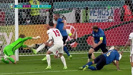 Голът на Бонучи срещу Англия