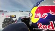 F1 болид със вериги върху сняг