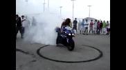 Готина мацка с Yamaha R1