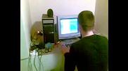 Добата чупи компютъра си - Голям смях