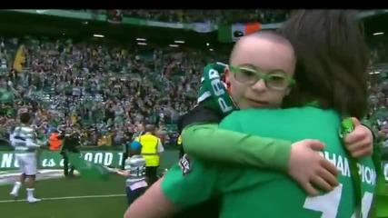 Страхотен жест от страна на футболисти към детенце !