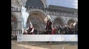 """Акцентът на карнавала във Венеция- """"Полетът на ангела""""  събра хиляди на площада Сан Марко"""