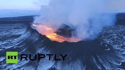 Красотата на катаклизмите: Лавово поле на изригнал вулкан в Исландия от птичи поглед