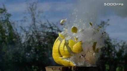 Ексползия на пъпеш в забавен кадър