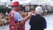 Клоун веселяк на Булеварда в Бургас - юли 2018