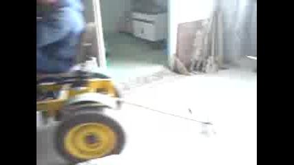 луд тракторист