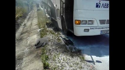 Автобус по линията София - Рибарица се запали (2)