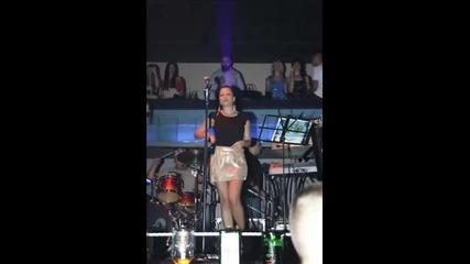 Ivana Selakov - Mix pesama (2 deo) - (Live) - (Splav Akapulko 2009)