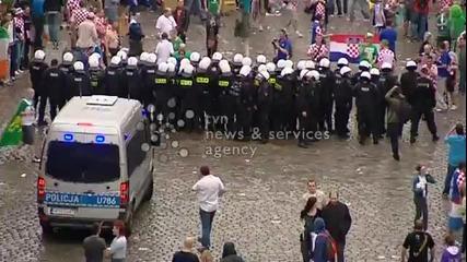 Хърватски ултраси се сбиха с полицията в центъра на Познан! *10.06.2012г.*