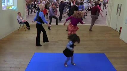 Сладко момиченце, сладки танци