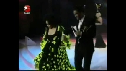 Yilin En Iyi Kadinturk Sanat Soslisti Diva Bulent Ersoy