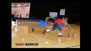 Баскетболист Дриблира С Две Топки