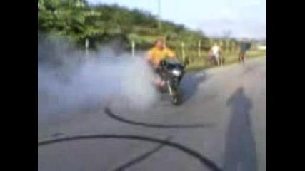 Въртене На Гуми С Мотор